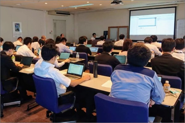 AnyLogic simulation workshop in Japan with Material Handling, Pedestrian modeling and GIS